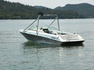 Glass Tracker Ski and Wakeboard Boat